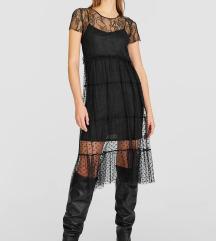 Čipskasta črna obleka