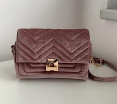 Žametno roza torbica