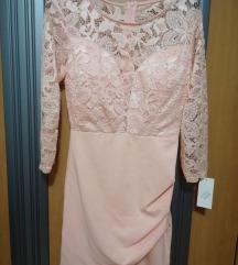 Svetlo roza cipkasta oblekica