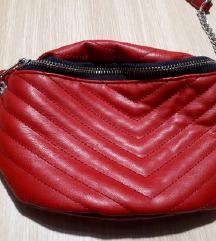Rdeča opasna torbica