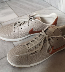 Nikoli nošeni čevlji Nike, sivi, številka 41