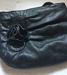 Majhna črna torbica