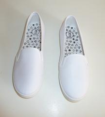NOVI beli čevlji, vel. 39