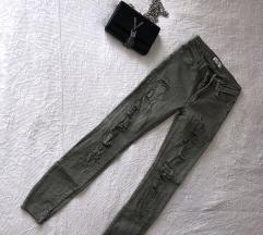 ''Sprano'' zelene hlače