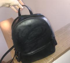 Črn nahrbtnik