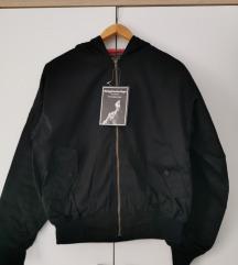 Bomber jaknica s kapuco