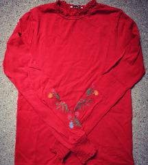 Nova rdeča majica z vezenino