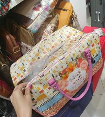 Iscem podobno potovalno torbo