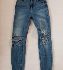 Stradivarius knee ripped skinny jeans M