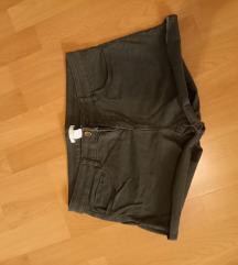 Olivno zelene kratke hlače