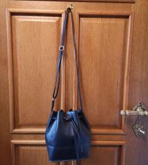 ZNIŽANO Črna bucket torbica