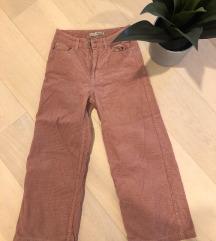 Žametne 3/4 hlače roza barve - NOVE