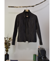 rjava jakna iz poliuretana