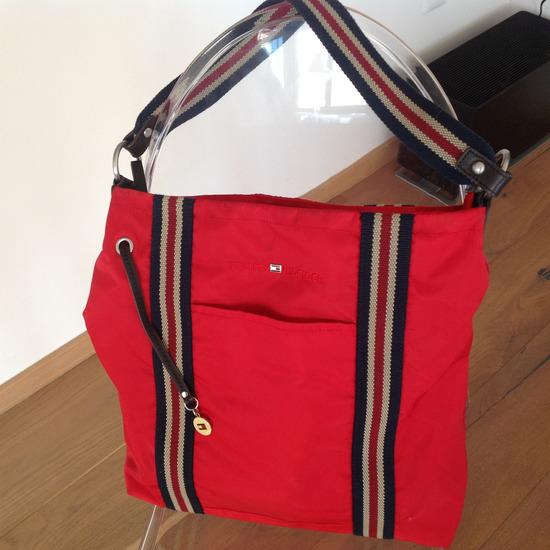TOMMY HILFIGER rdeča torba