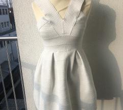 Bela obleka z balonastim krilom