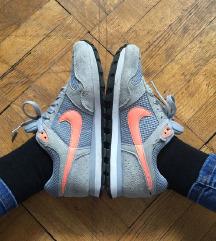 ZNIŽANI sivi Nike čevlji