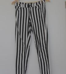 Oprijete črtaste hlače H&M št. 38