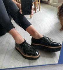 Zara lakasti čevlji