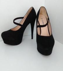 Črne elegantne visoke pete/salonarji z pasom