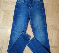 Pull&Bear hlače nove 32