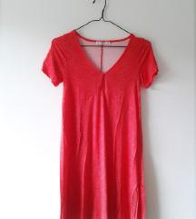 rdeča oblekica z belimi pikicami