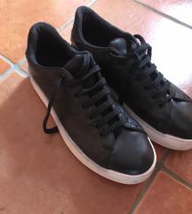 črni obutev