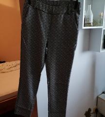 Raztegljive hlače z vzorcem