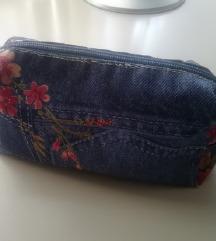 KOZMETIKA ■toaletna torbica ■cvetlični potisk