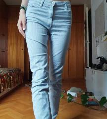 Svetlo modre dolge hlače