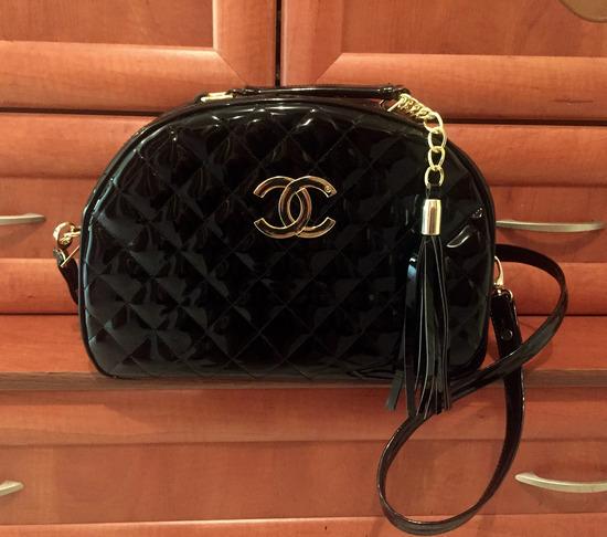 Chanel črna lakasta torbica