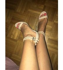 Nude sandali s peto