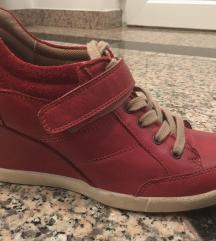 Usnjeni čevlji s polno peto