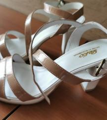 Usnjeni sandali s peto