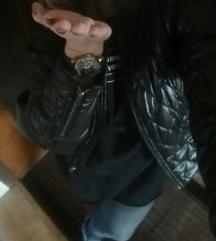 Črna prehodna jaknica