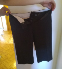 Črne elegantne kapri hlače