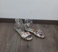 1x obuti sandali št.35