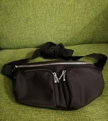 Črna opasna torbica
