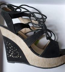 Sandali polna peta