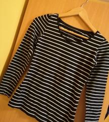 Črtasta črno-bela majica z dolgimi rokavi