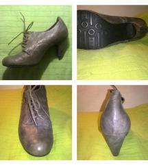 NOVI ''vintage'' čevlji z vezalkami in nizko peto