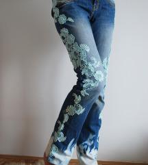 Jeans hlače s čipko