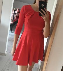 Rdeča oblekica s 3/4 rokavi