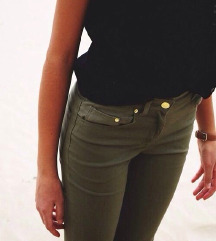ZNIŽ.Push-up olivne jeans