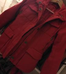 Zelo lepa rdeča bunda