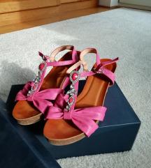 Sandali s peto