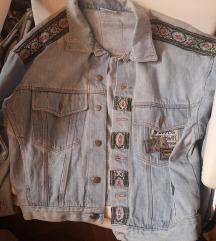 Jeans jakna z našitki