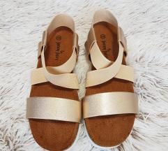 Zlati sandali, 36