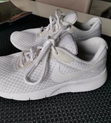 Superge Nike 36,5 bele