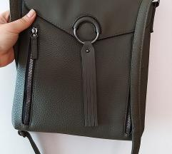 Nova olivno zelena torbica
