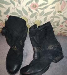 Usnjeni čevlji Martina Buraro